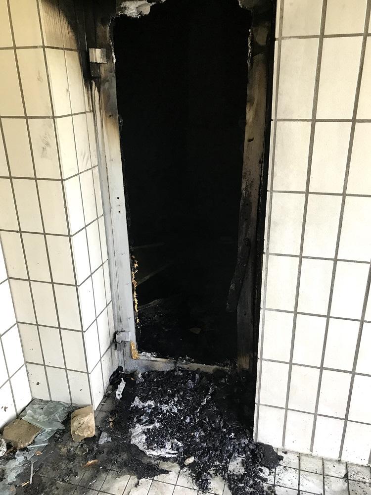 Feuer am Gebäude